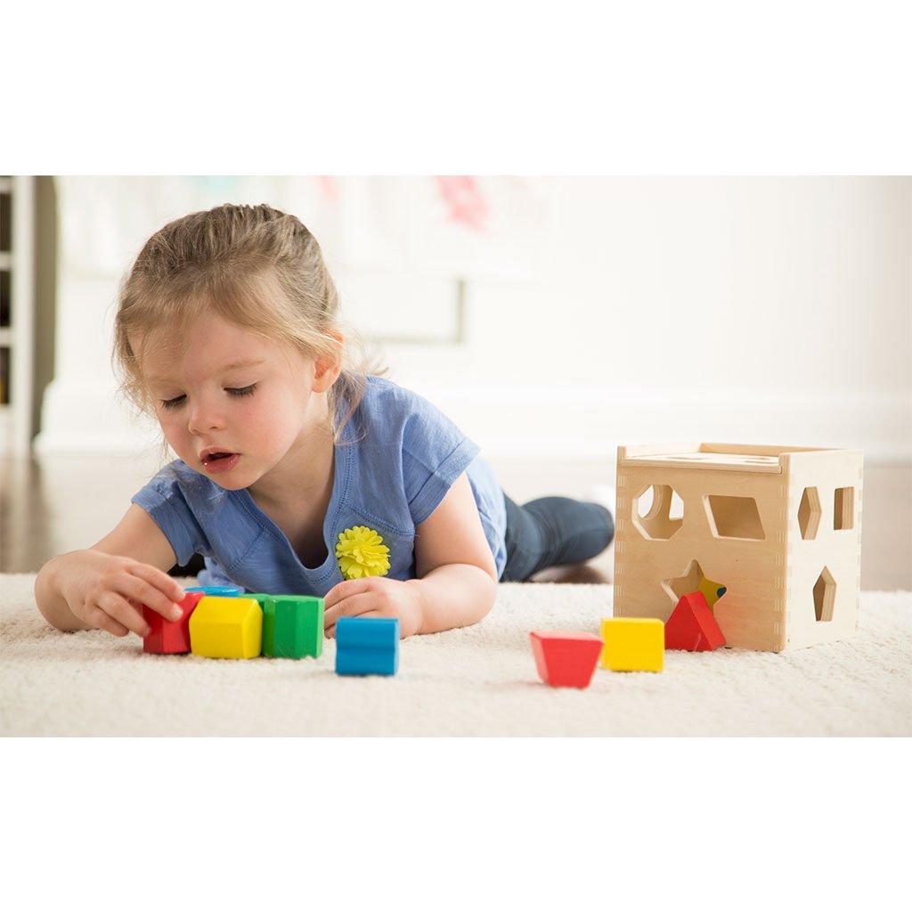 puttekasse, put i hul kasse, hjernevrider, klassisk legetøj, trækasse med brikker, høretab, sprogtræning, motorik træning, høreapparater, cochlear implants