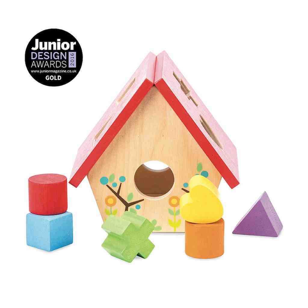 Puttekasse Petilou fra Le toy van, det er udformet som et sødt fuglehus. Pædagogisk og klassisk legetøj til de mindste børn, køb hos www.ciha.dk