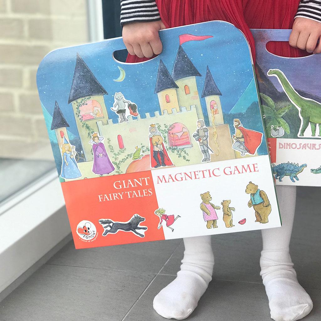 Magnetbog med eventyr fra Egmont toys. Sjov måde at styrke sproget.
