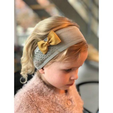 bowtie dijon (7 cm) hår sløjfe fra By Står. Køb hos www.ciha.dk