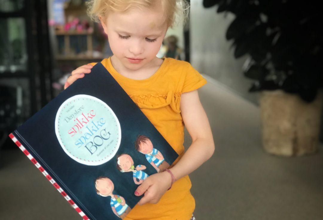 den store snikke snakke bog om Ronja og Pelle. En børnebog med legeforslag og guide til dialogisk læsning