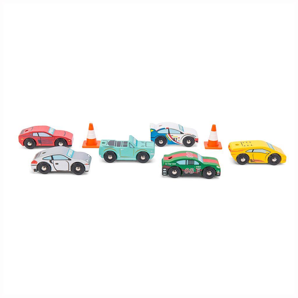 Monte Carlo sportsvogne fra Le Toy Van. Bilerne leveres i en flot gaveæske, perfekt til fødselsdagsfesten. Køb le toy van legetøj hos chia.dk