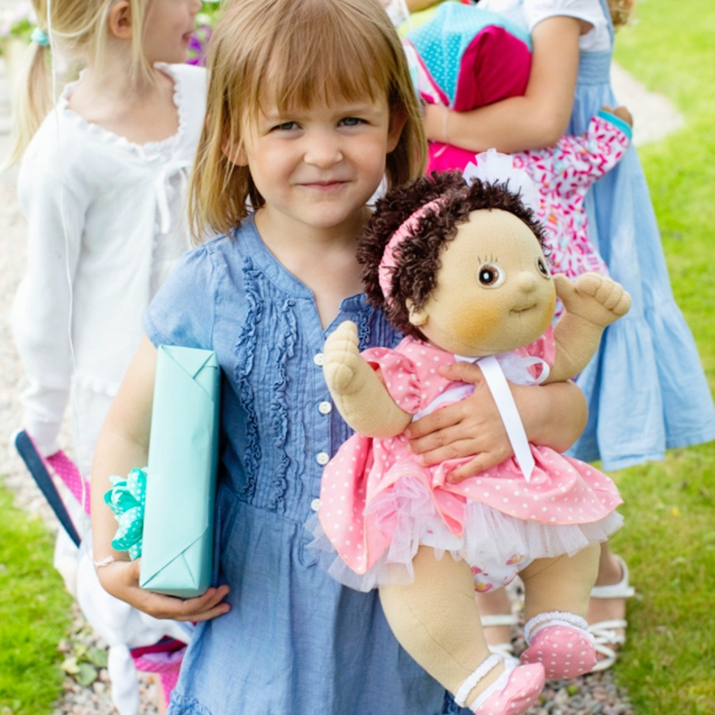 Rubens baby Molly er en anatomisk korrekt dukke, der stimulerer børns empatiske færdigheder i sjov rolleleg