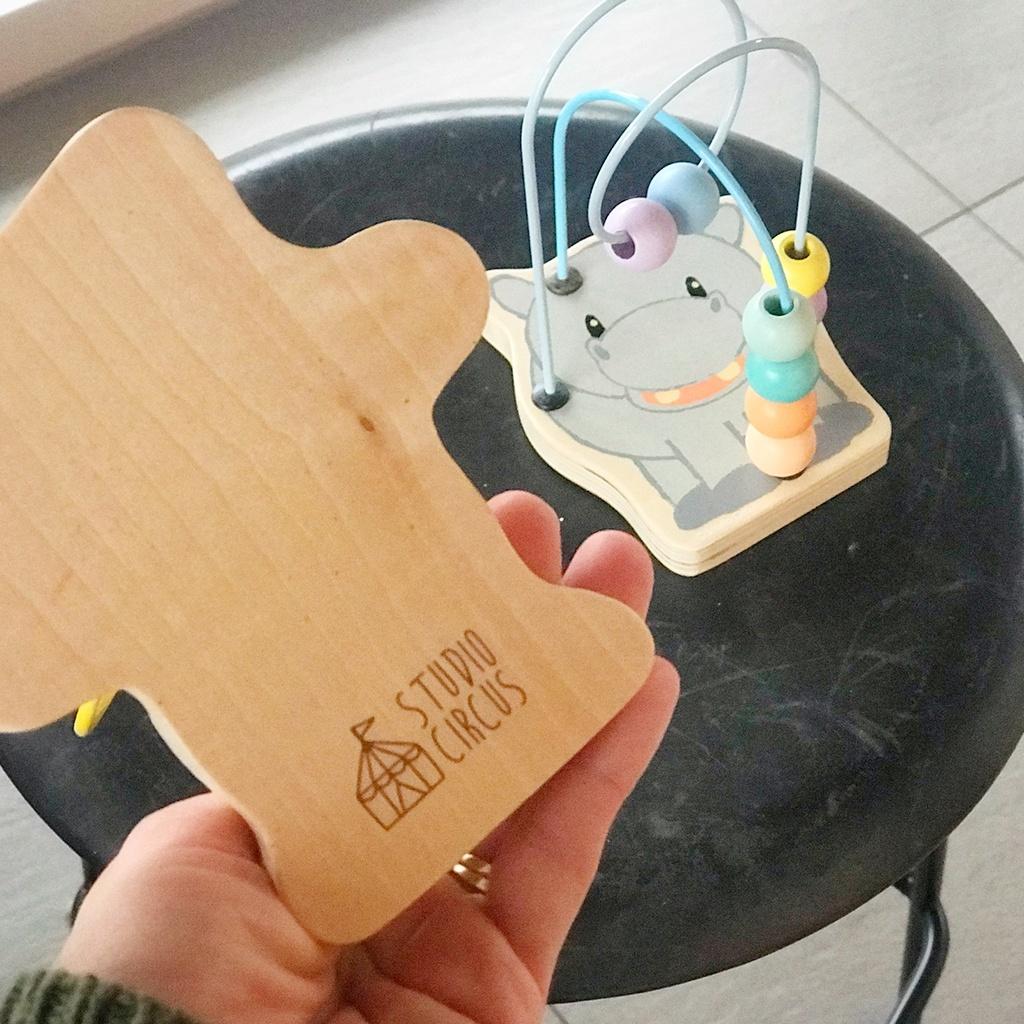 Mini aktivitets kuglebane fra Studio Circus. Legetøj i træ hos ciha.dk