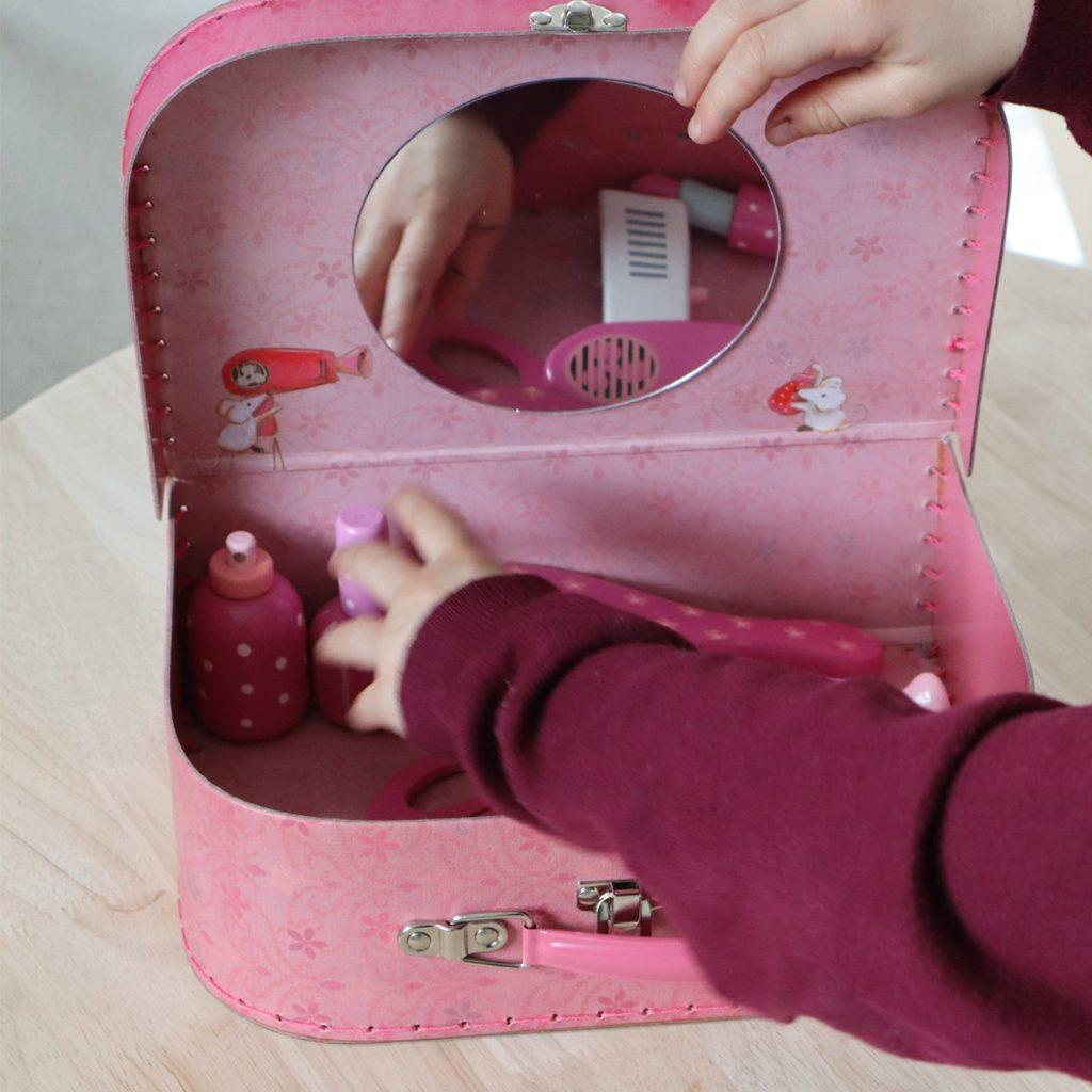 frisør kuffert med træ artikler til en sjov rolleleg