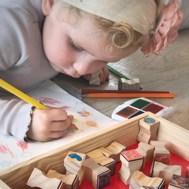 sekvenser, høretab, sprog, sprogudvikling, leg og lær, tegne, kreativ, mønstre, farver, rim og remser