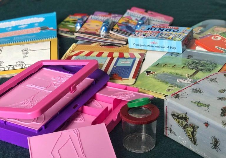 Praktisk og lærerigt legetøj til rejsen eller ferien. Sommerferie med spændende legetøj hos Ciha.dk