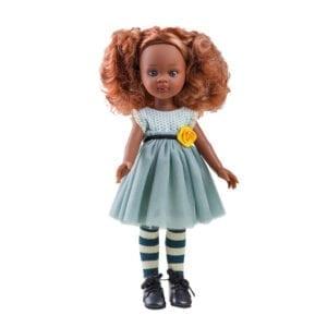 Nora med funky tøj og hår